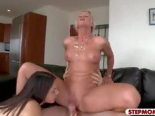 La belle Valentina Nappi veut une grosse bite